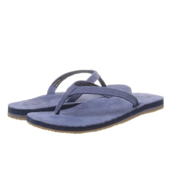 5f3bf89b3f7 UGG Kayla leather flip flops. M 5af3713c8df470a91298f2ed
